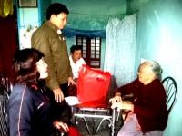 Lãnh đạo Phòng GDĐT và Ban Thường vụ CĐGD huyện đến thăm và tặng quà Tết cho 06 bà mẹ Việt Nam Anh hùng xã Quế Thuận
