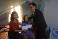 Lãnh đạo Phòng Giáo dục và Đào tạo Quế Sơn cùng Lãnh đạo các trường học thăm và tặng quà cho các Mẹ Việt Nam Anh hùng nhân dịp tết Kỷ Hợi - 2019