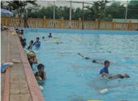 Phòng GD&ĐT Quế Sơn phối hợp với dự án Swim Việt Nam của Úc mở lớp dạy bơi cho học sinh THCS của huyện