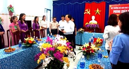 Bộ trưởng Bộ Giáo dục và Đào tạo Phùng Xuân Nhạ thăm Trường Mẫu giáo Quế Thuận, huyện Quế Sơn