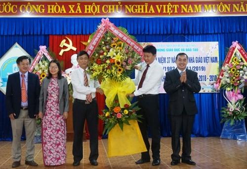 Sinh hoạt kỷ niệm 37 năm ngày Nhà giáo Việt Nam (20/11/1982 - 20/11/2019) và Tuyên dương khen thưởng năm học 2018-2019